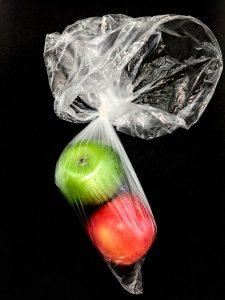 jabłka w worku foliowym